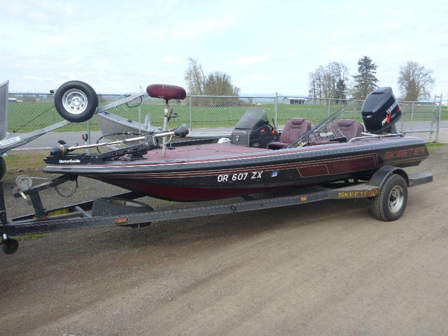 Used skeeter bass boat